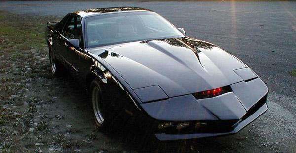 Das ist K.I.T.T., das sprechende Auto. Kennt man oder? Wie hieß die Serie gleich?