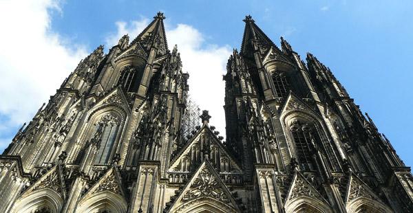 Zu welcher Stilepoche gehört der Kölner Dom?