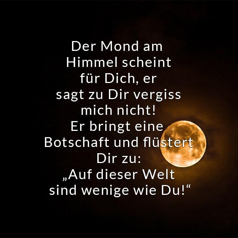 Der Mond am Himmel scheint für Dich,  er sagt zu Dir vergiss mich nicht!  Er bringt eine Botschaft und flüstert Dir zu: