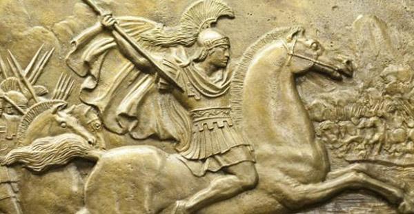 Dieser Feldherr war von 336 bis 325 v. Chr. König von Makedonien. Sein Reich dehnte sich bis an den indischen Subkontinent aus. In Ägypten wurde er sogar zum Pharao ernannt, er war aber kein Ägypter. Mit seinem Amtsantritt begann der