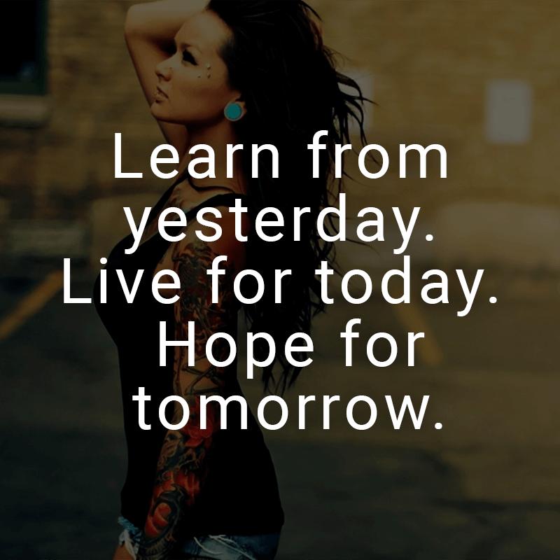 Learn from yesterday. Live for today. Hope for tomorrow. (Englisch für: Lerne von gestern. Lebe für heute. Hoffe auf morgen.)