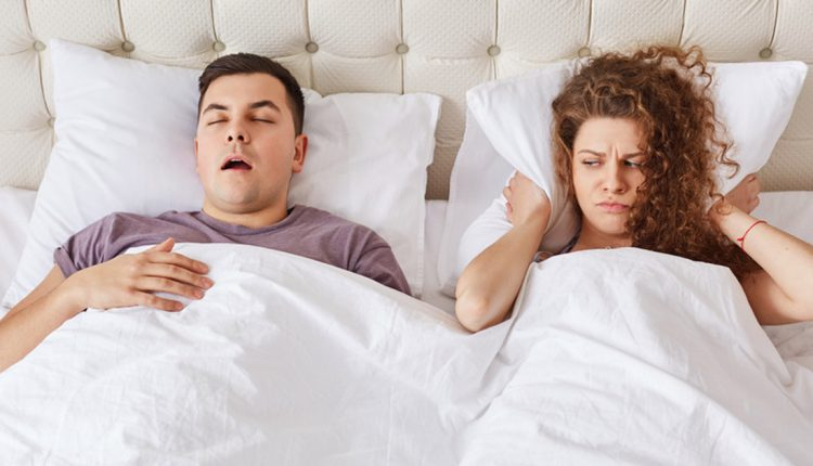 ᐅ 10 Nervige Angewohnheiten Von Männern Die Frauen Hassen